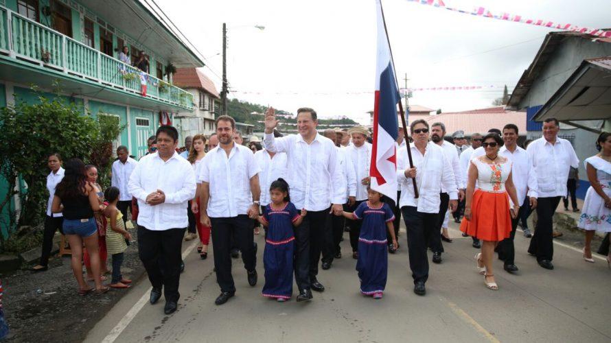 """Viva Panamá Presidente Varela agradece a los miles de panameños que rinden honor a la Patria """"Quiero agradecer a los miles de estudiantes panameños y profesores en todo el país […]"""