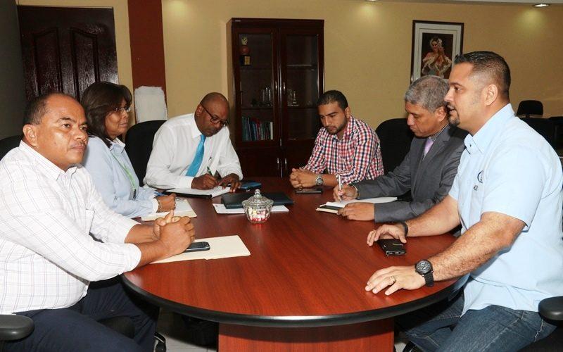 Para tratar legalización Director de Asentamientos Informales se reúne con directivo del BDA El director de Asentamientos Informales del Ministerio de Vivienda y Ordenamiento Territorial (Miviot), Magín Moreno, se reunió […]