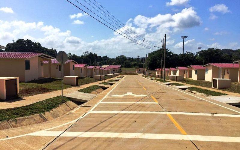 En tres proyectos urbanísticos Invierten más de 12.1 millones de balboas para reducir déficit habitacional en Herrera Unos 12.1 millones de balboas invierte el Ministerio de Vivienda y Ordenamiento Territorial […]