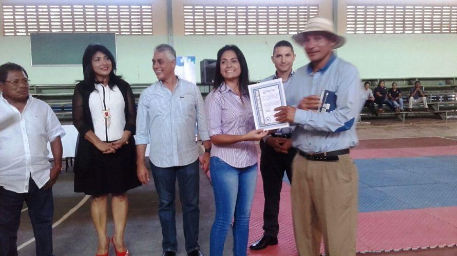 Legalización de tierras Entregan 17 asignaciones de lotes en comunidad 7 de Junio Un total de 17 familias de la comunidad 7 de Junio, en el distrito de Arraiján, se […]