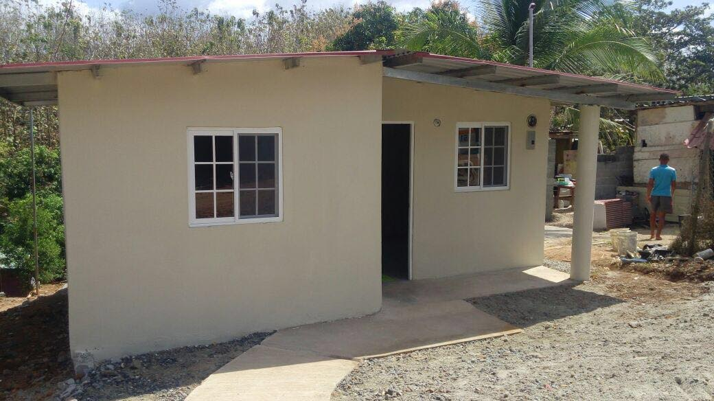 Impactan mil 298 casas con techos de esperanza en panam y for Modelos de techos de casas