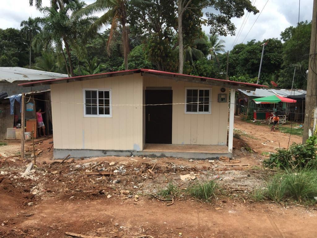 Impactan mil 298 casas con techos de esperanza en panam y - Como se construye una casa ...