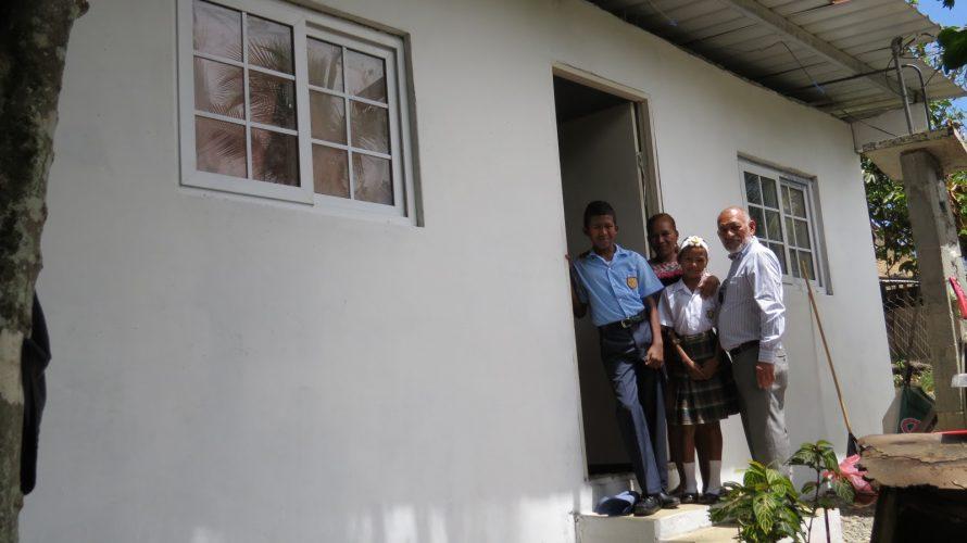 Familia en Panamá Este Recibe vivienda tras vivir por más de 10 años entre hojas de zinc La señora Gerarda Rodríguez, una humilde panameña proveniente de la comunidad de Gonzalillo, […]