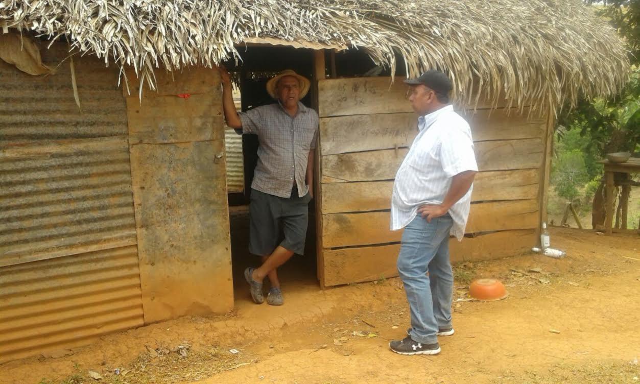 Realizan gira para captar beneficiarios para techos de for Nivelar piso de tierra
