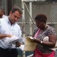 En el corregimiento de Curundú Ministro Etchelecu atiende a familias afectadas por fuego en Santa Cruz El ministro de Vivienda y Ordenamiento, Mario Etchelecu, recorrió esta tarde el sector de […]