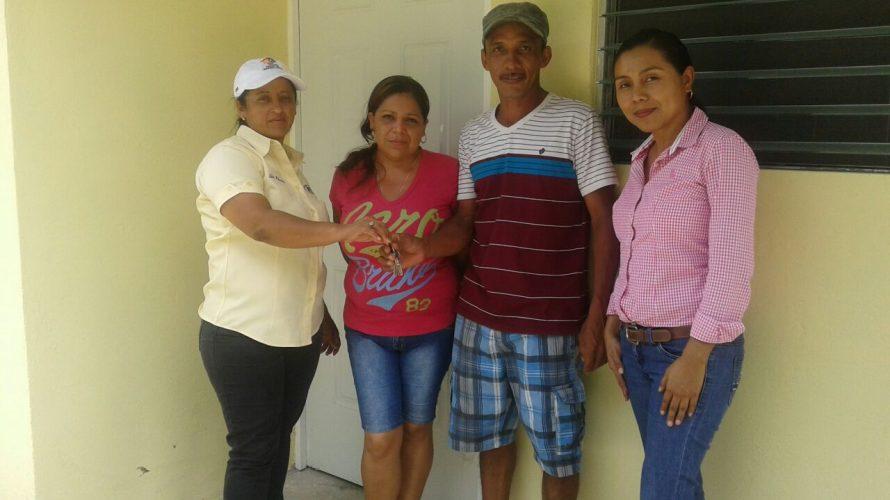 Cuatro mil viviendas licitadas Techos de Esperanza beneficia a más de 800 familias en Panamá Un total de 895 familias de la provincia de Panamá, que vivían en condiciones no […]