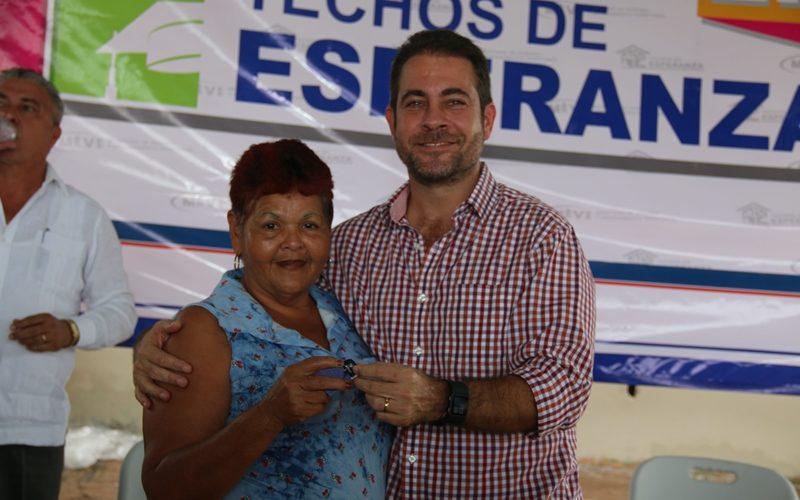 Benefician a mil personas Ministro Etchelecu entrega 200 casas de Techos de Esperanza en La Chorrera Doscientas familias residentes en la comunidad El Progreso 1, 2 y 3, en el […]