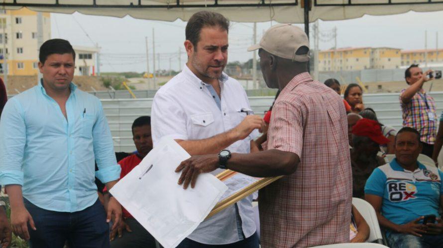 En Consejo de Gabinete en Colón Ministro Etchelecu anuncia 1,600 apartamentos adicionales para Altos de Los Lagos Altos de Los Lagos crece, luego de que el ministro de Vivienda y […]